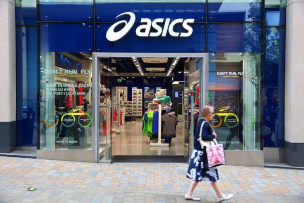 Asics se compromete a reducir las emisiones de carbono en sus procesos de teñido en un 45% a partir de 2020