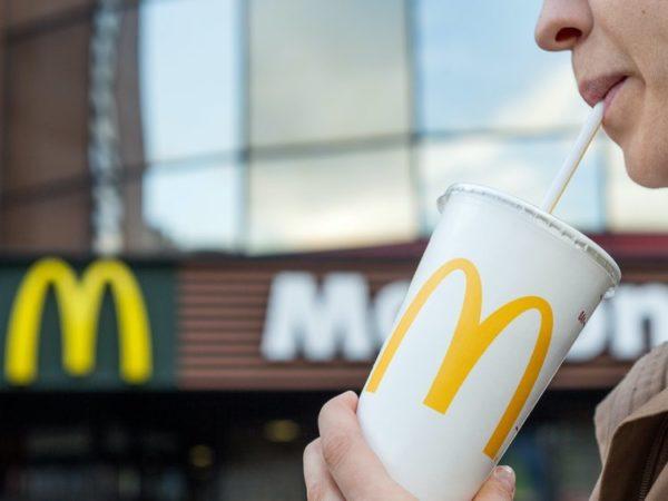 McDonald's se une a la cruzada contra las pajitas de plástico