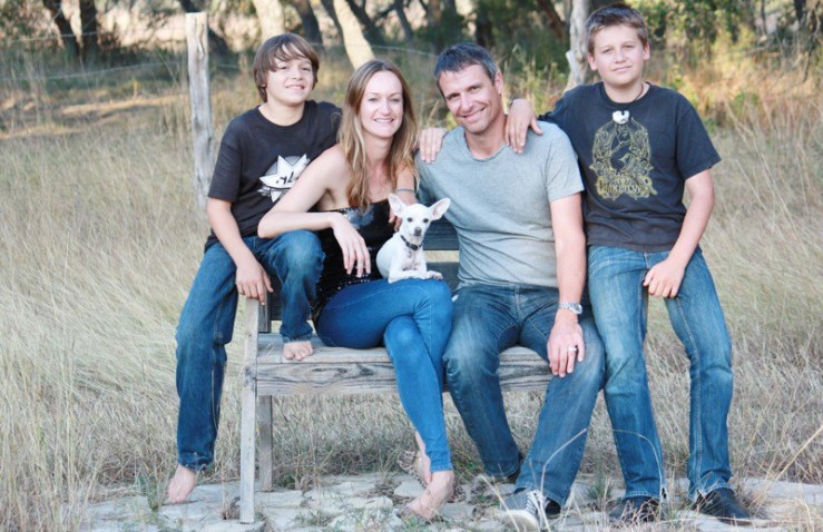 Bea Johnson acompañada de su familia